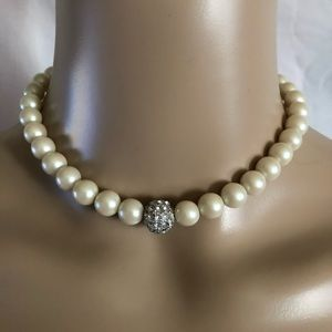 Vintage pearl stretch choker necklace